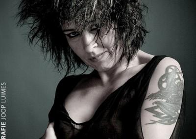 Joop Luimes vrouw met tattoo_1204