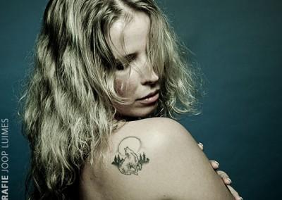 Joop Luimes vrouw met tattoo_7009