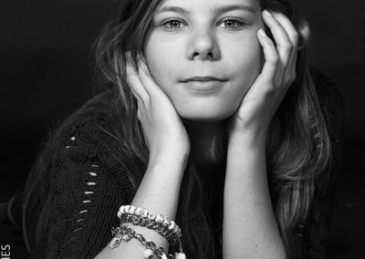Joop Luimes zw portret meisje_1971